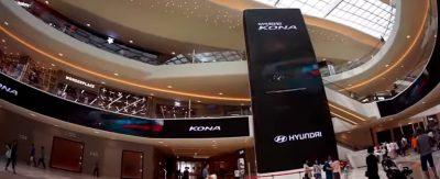centro comercial inmerso en tecnología LED