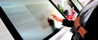 tecnología-interactiva-de-pantalla-táctil